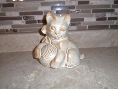 Very Rare Blue Mountain Pottery Cat Kitten w/Ball of Wool Cream Glaze Excellent