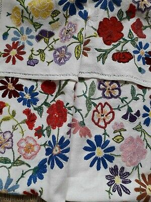 VINTAGE TABLECLOTH HAND EMBROIDERY 1940s FLORAL COTTON MULTI COLOURED ENGLISH TE