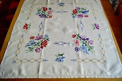 "VINTAGE CREAM IRISH LINEN HAND EMBROIDERED TABLECLOTH 34"" Square #T135"