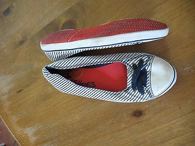 Next girls white/navy slip on shoes with lace design in size UK 4