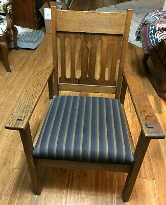 VINTAGE MISSION STYLE ARM CHAIR (Local Pick-up Carmel IN area)