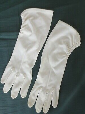 Smart white or pale cream 1970s vintage dress gloves with ruched sides size 7