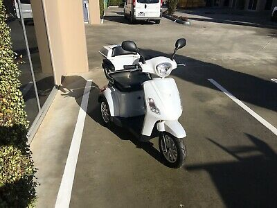 3-wheel Electric Mobility Scooter, New condition.