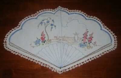 Large Vintage Hand Embroidered Table Centre Piece/Doily~Linen~Lace Edged