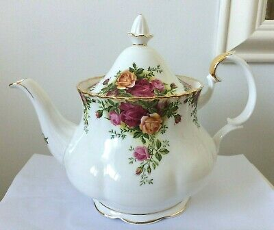 Royal Albert Old Country Roses Teapot 2 1/2 Pints Superb Unused 1962