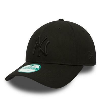 New Era 9Forty Strapback Cap. Mlb League Essential Ny Yankees. Black/Black
