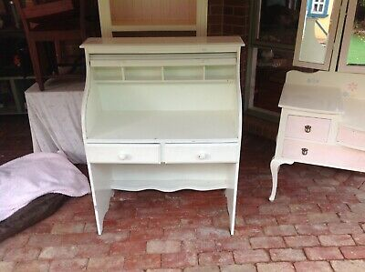 White roll top desk,good condition,some minor scratches.