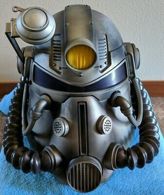 Pre Owned FALLOUT 76 Power Armor Edition Wearable T-51 Helmet + Bag + Figurines