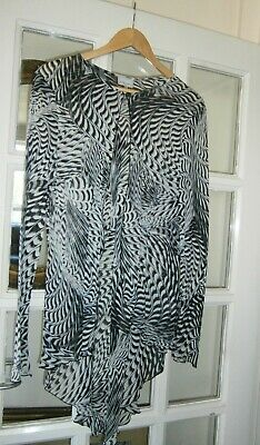 Michel ambers Black & White Fish Tail Dust Coat/Jacket Size 18