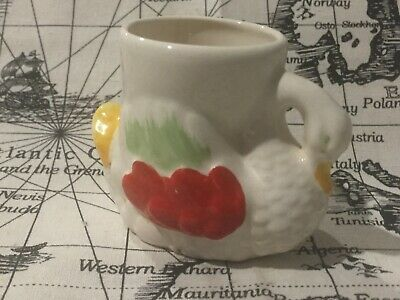Vintage KITSCH White Swan Ceramic Egg Cup   Adorable !!! Made in England