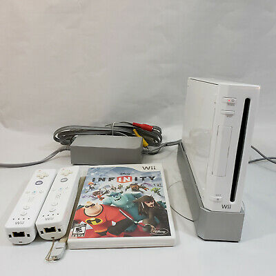 Nintendo Wii Game Console, 2 controllers and game - Light comes on Not Tested