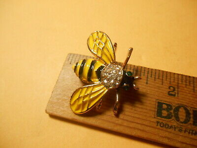 b-bee-164 large Bee bumble bees insect on square scrolled brass pin pendant