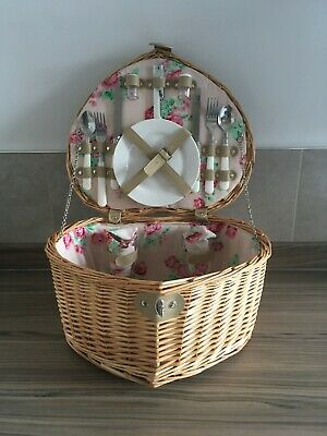 Lovely Heart Shaped Two Person PICNIC HAMPER New
