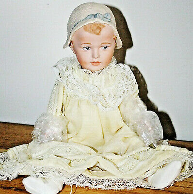 ANTIQUE REPRODUCTION 12 in HUEBACH BONNET BABY JEANNIE DI MAURO PORCELAIN DOLL
