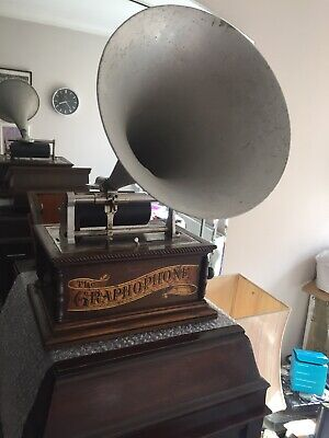 columbia Graphophone phonograph