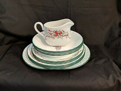 14 pieces Corelle CALLAWAY CHRISTMAS HOLIDAY IVY 4 settings w/ platter & gravy