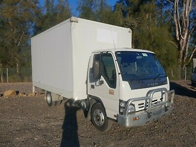 2007 isuzu NPR 200 turbo pantech car licence furniture 6 pallet truck