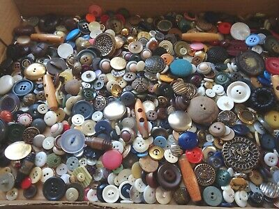 Large 2 Pound Lot Of Mixed Vintage  Plastic Wood Metal Gls Sewing Craft Buttons