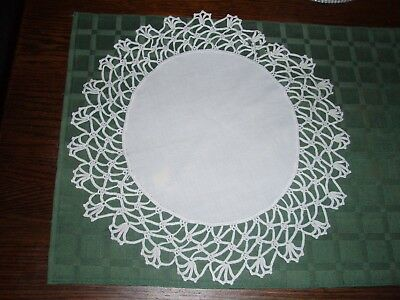 "VINTAGE White 14"" Round Doily Runner Placemat W/ 2.5""W Hand Crochet Lace/Trim"