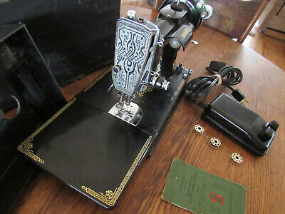Singer Featherwieght 221 Sewing Machine Scroll Face Shows wear Runs well W/Case