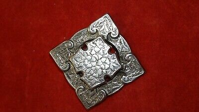 SUPERB QUALITY LARGE SIZE ANTIQUE VICTORIAN ENGRAVED SILVER BROOCH PIN c.1885