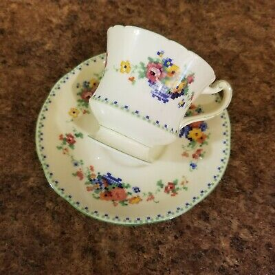 Fantastic Hand Painted 1933-34 Royal Paragon Tea Cup & Saucer Exquisite Painting