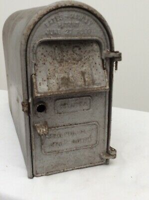 Vintage post mount rural design old farm MailBox galvanized