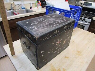 Antique  lacquered wood box  inlaid mother-of-pearl Asian Japanese's Chinese?