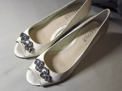 DIANA FERRARI SUPERSOFT Bridal Wedding Jewelled Ivory Peep Toe Heels Size 7C NEW