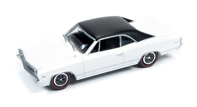 1/64 JOHNNY LIGHTNING MUSCLE SERIES 1 1967 Chevy Chevelle SS in White and Black