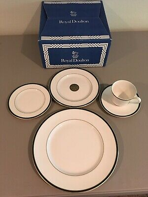 Royal Doulton China 4 Pc Place Setting Oxford Green Dinner Salad Saucer Cup New