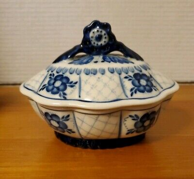 Vtg Gzhel Russia Porcelain ~ Covered Dish ~ Hand Painted Flow Blue Scalloped EUC