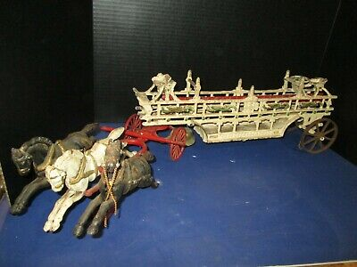 """ANTIQUE 1900's DENT OR HUBLEY CAST IRON HORSE DRAWN FIRE ENGINE ALMOST 30"""" LONG"""