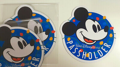 *NOT Authentic Walt Disney World Mickey Mouse Christmas Magnet Annual Passholder