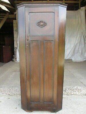 Early 20th century oak canted cornered hall cupboard / wardrobe (ref 705)
