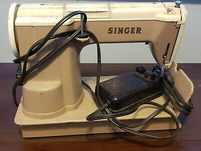 1950s 301a Singer Sewing Machine With extra Bobbins And Table + 50s sewing bo×