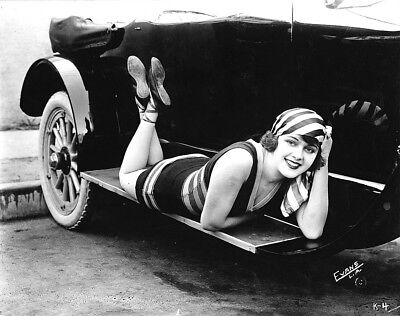 """1920-1929 VINTAGE FLAPPER """"Girls and Cars"""" b/w classic photo (Celebrities)"""