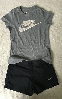 Girls Nike T-shirt And Shorts Set Age 8-10 Years