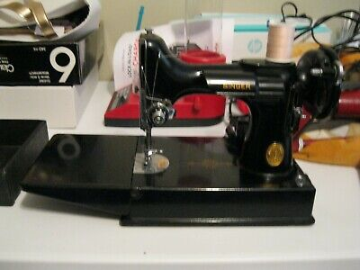 1947 Vintage SINGER 221-1 Featherweight Sewing Machine w/ Pedal,