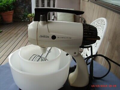 Vintage Sunbeam Mixmaster, 2 Bowls, All  In Good Condition
