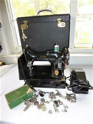 VINTAGE 1933 SINGER FEATHERWEIGHT 221 SEWING MACHINE w CASE ATTACHMENTS  WORKS