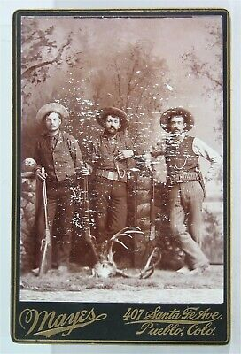 1880s DOUBLE ARMED COLORADO COWBOYS CABINET CARD PHOTO WINCHESTERS & REVOLVERS