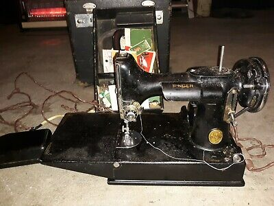 Vintage Singer Featherweight Catalog 3-110 Portable Sewing Machine W/ Accessorie