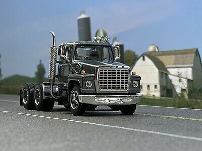 1//64 DCP AG WHITE FORD LN 9000 DAY CAB