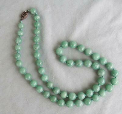 Beautiful Vintage Or Antique Chinese Jade Bead Necklace With Silver Clasp