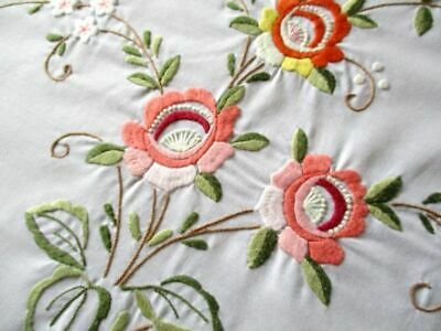 """ROUND TABLECLOTH with EMBROIDERED BRIGHT FLOWERS 8 NAPS- 82""""dia"""