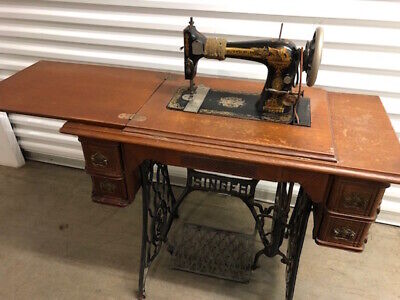 Antique Singer Treadle Sewing Machine 4 Drawers Cast Iron Legs (late 1800's)