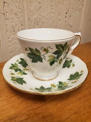 Fine China Queen Anne Bone China Tea Cup & Saucer Set Green Ivy England
