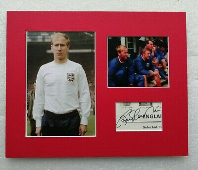 BOBBY CHARLTON ENGLAND 1966 WORLD CUP WINNER SIGNED MOUNTED DISPLAY 10x8 STAR