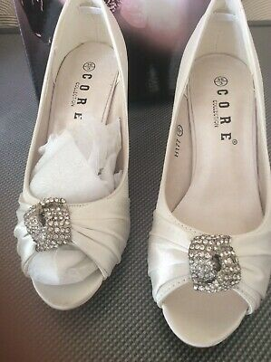 Ladies White Satin Shoes Size 3 New In Box.core Collection